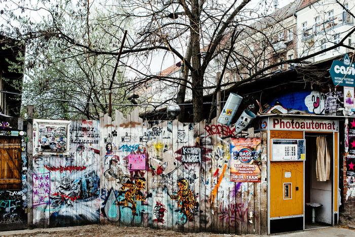Berlin Photoautomat Grafitti