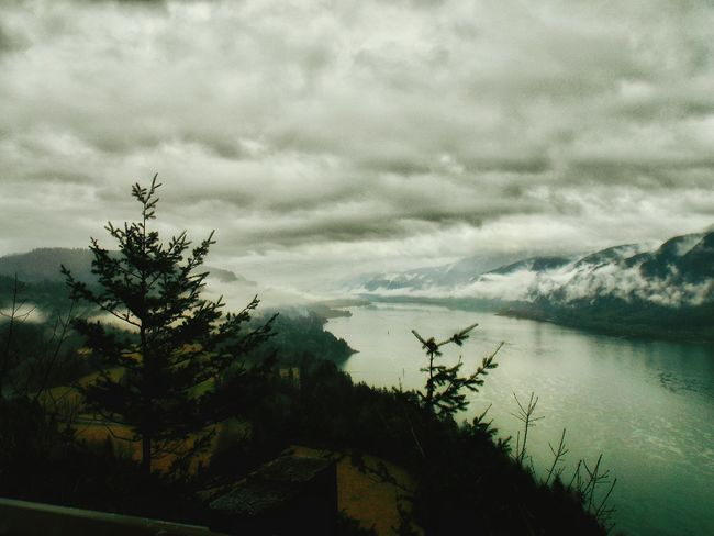 The Gorge Washington View Of Oregon Clouds And Sky Cloudscapes Clouds And Mountains Cloudy Day