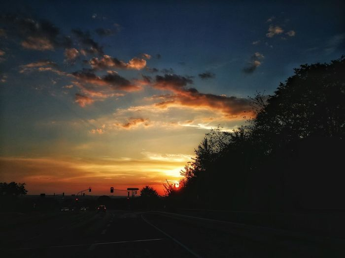 Tree Sunset Silhouette Car Dramatic Sky Sky Cloud - Sky
