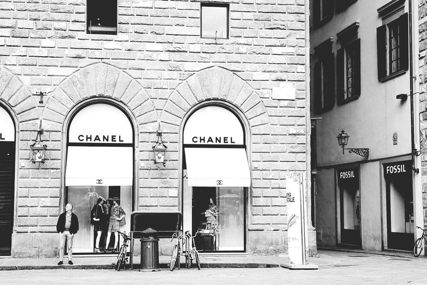 Good Morning! Architecture Entrance Door Built Structure Arch Outdoors City Day Austrianphotographers Architecture EyeEm Selects Architecture_collection Blackwhite Chanel Italy Florence Women Around The World