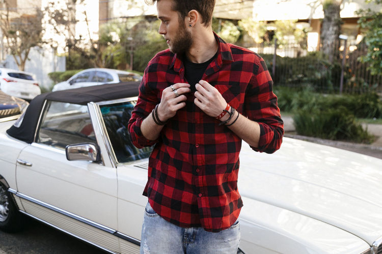 Car Casual Clothing Day Focus On Foreground Human Hand Land Vehicle Leisure Activity Lifestyles Mid Adult Men Mode Of Transport One Person Outdoors Real People Standing Transportation Tree Young Adult