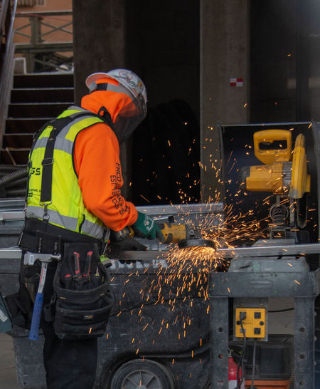Occupation Working Protective Workwear Men Reflective Clothing One Person Real People Industry Protection Metal Heat - Temperature Headwear Helmet Three Quarter Length Safety Clothing Sparks Construction Industry Metal Industry Welding