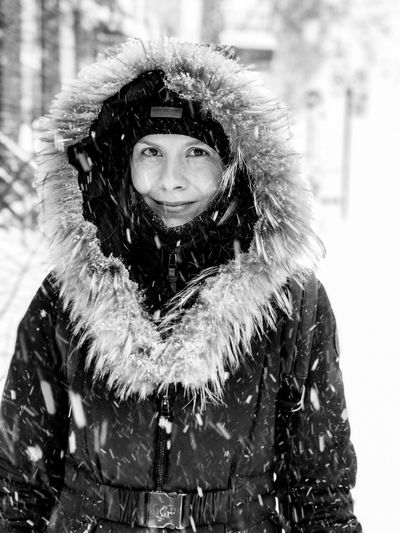 Portrait of my girlfriend in the storm Journalism Portraiture Portrait Photography Portraits Faces Of EyeEm portrait of a friend Streetphotography_bw Fujifilm Fujifilm_xseries FUJIFILM X-T2 EyeEm Best Shots - Black + White Streetphoto_bw Photojournalism Streets Quebec Cityscape Blackandwhite Photography Light And Shadow Fuji Black And White One Person Winter Real People Snow Cold Temperature Clothing Portrait Front View Focus On Foreground Looking At Camera
