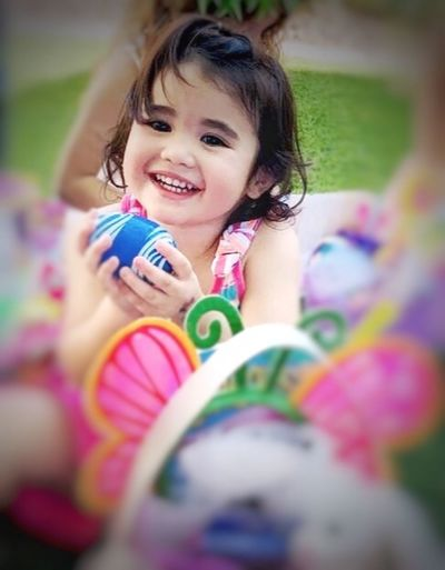 Child Childhood One Person Portrait Real People Emotion My Best Photo Smiling Happiness Selective Focus Looking At Camera Leisure Activity Lifestyles Girls Multi Colored Front View Innocence Day Females Outdoors