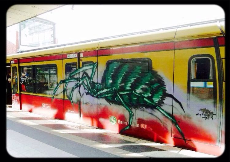 S-bahn Berlin Graffiti Zug Colourful