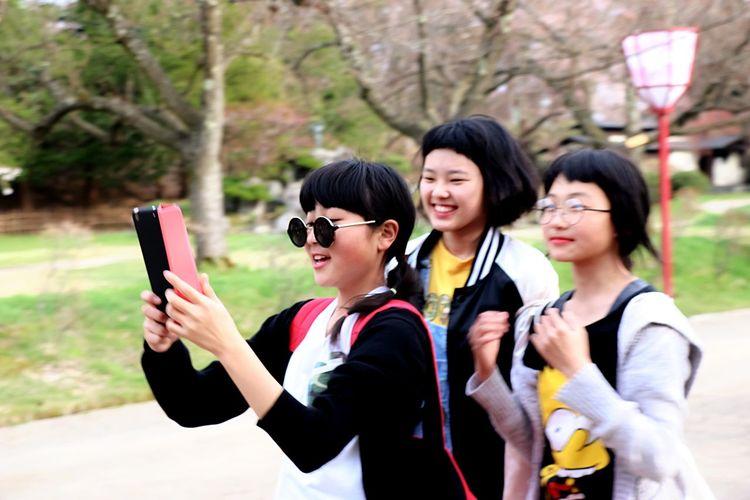 The Street Photographer - 2016 EyeEm Awards The Portraitist - 2016 EyeEm Awards From My Point Of View Japannes Girl Japannes Smile Happy Girls Beautiful Girl Smil Girls Enjoying Life Cool Kids Cute Kids Cute Girls