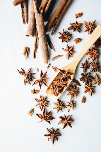 Spice it up! Star Shape Star Anise Large Group Of Objects Christmas Textured  Close-up White Background Food And Drink EyeEm Food EyeEm Best Edits EyeEm Best Shots Preparing Food EyeEmBestPics Foodphotography Freshness Preparation  Foodstagram EyeEm Gallery Eyeemphotography Food Porn Awards Spice Spices Brown Cinnamon