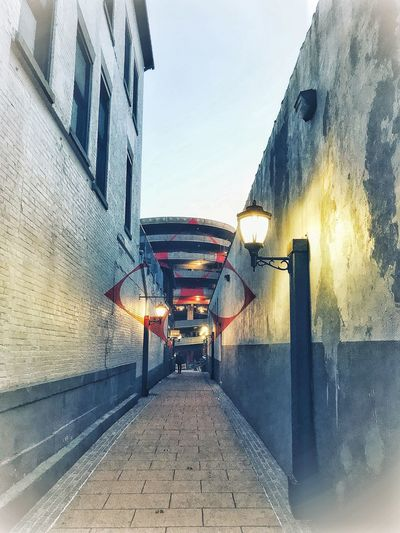 Downtown... alley off of Chapel. Connecticut Geometry Geometric Shape Painting Mural Alleyway Alley Built Structure Sky Architecture The Way Forward Outdoors Water Day No People Building Exterior Clear Sky Nature