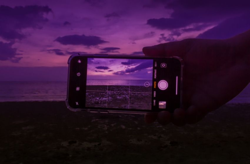 Taking photos by smartphone Wireless Technology Cloud - Sky Portable Information Device Smart Phone Sky Device Screen Mobile Phone Technology Communication Photography Themes Sunset Photographing Screen Photo Messaging Camera - Photographic Equipment Close-up Modern Workplace Culture Visual Creativity