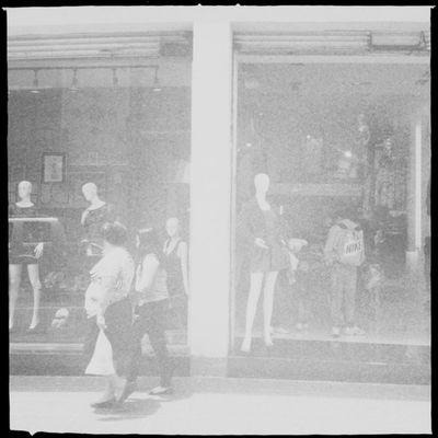 Médium. #Hipstamatic #Susie #US1776 #Standard Window Mannequin Maniquí Standard Ventana Calle Mextagram Us1776 Susie Igersmexico Street Hipstamatic