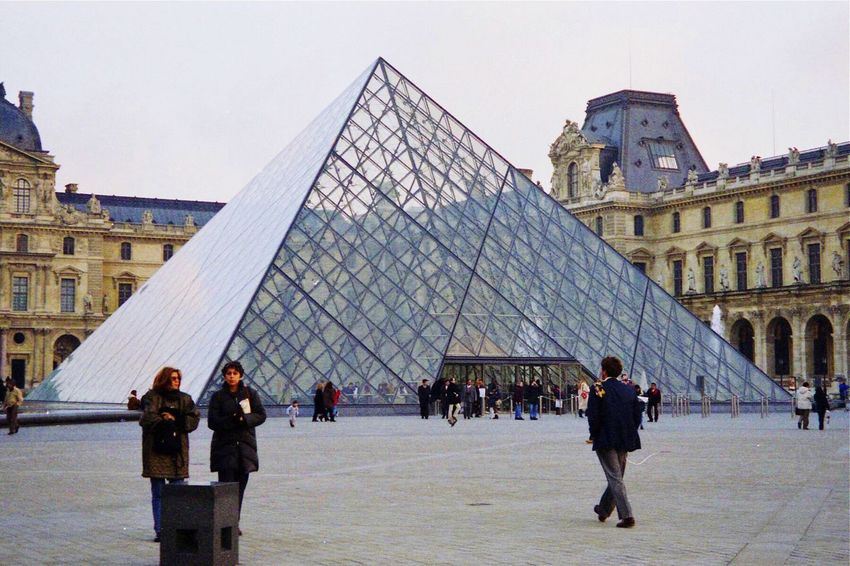 TakeoverContrast The Louvre Paris, France  Art Musuem People And Places People Of The City People In The City Discovery November 24, 1998, Louvre, Paris, France Embrace Urban Life The Architect - 2017 EyeEm Awards The Street Photographer - 2017 EyeEm Awards Your Ticket To Europe Connected By Travel