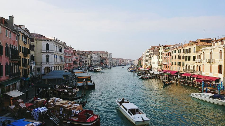 Travel Destinations Travel Transportation Water Architecture Day Cityscape Bridge Canal Transportation Sunny Day Boats Vacations Travel Tourism Venice Italy Traveling Gondola - Traditional Boat Architecture City Rialtobridge Rialto Rialto Bridge