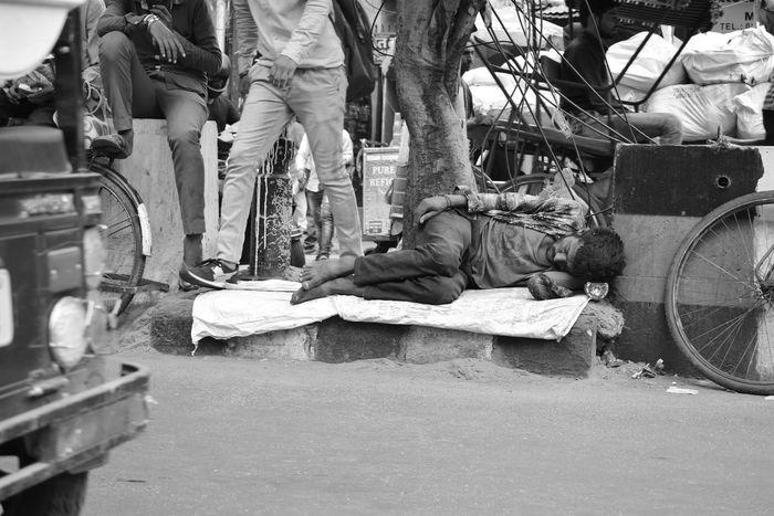 Outdoors People Hard Sleeping Sleep Photography Poverty Lives Men Poverty Lives. Photographer Lifestyles Poverty_moments Chandnichowk Poorpeople Poor  Streetphotography Poorman Povertyofindia Sleepingonthefloor Only Men Photographeratwork The Week On EyeEm