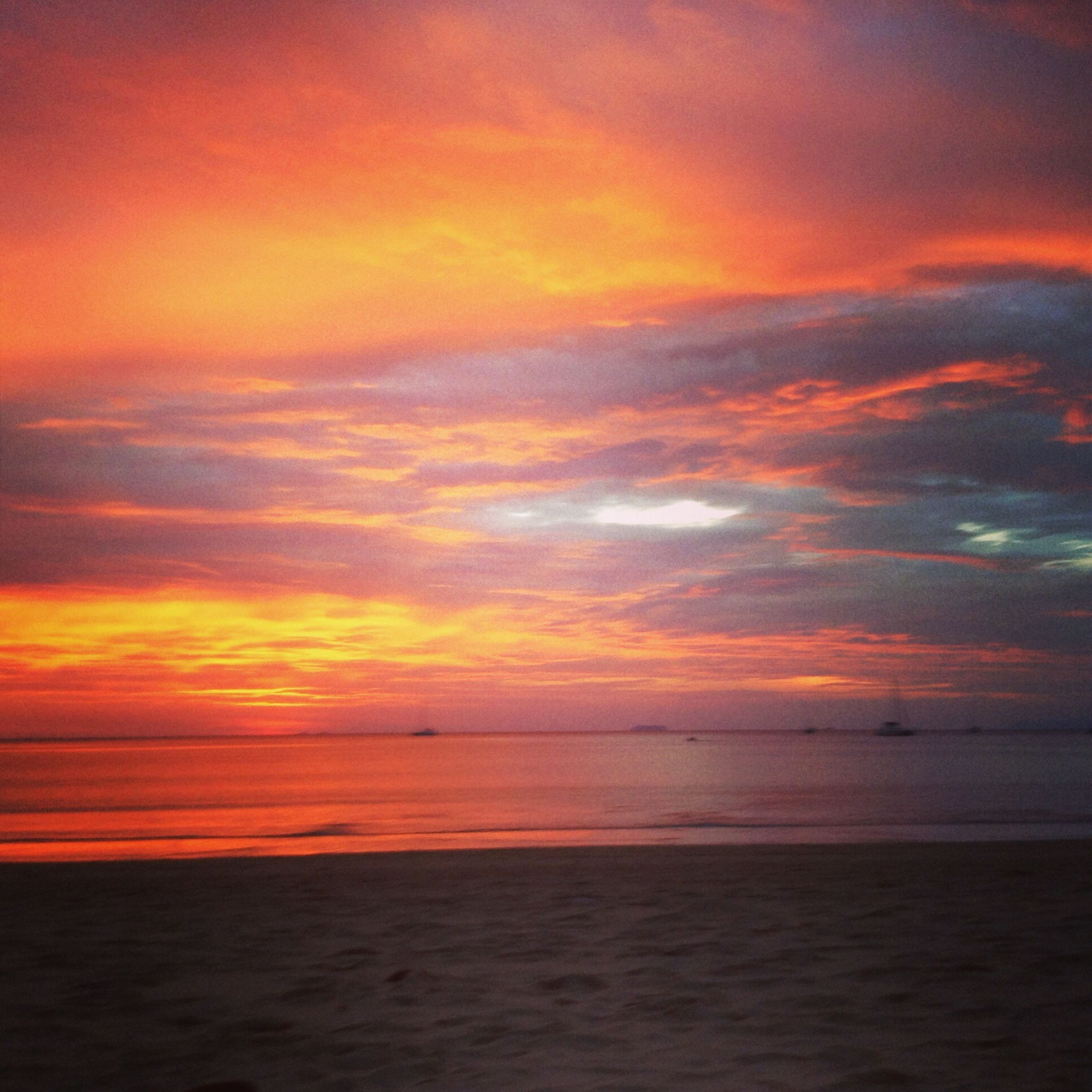 sunset, sea, horizon over water, scenics, orange color, beauty in nature, sky, water, tranquil scene, tranquility, idyllic, nature, beach, cloud - sky, cloud, sun, reflection, dramatic sky, outdoors, shore