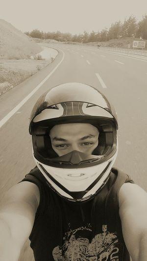 Kimi motoruna aşıktır,kimi rüzgarına. Değişmeyen tek şey tutkumuzdan vazgeçmeyişimizdir..✌