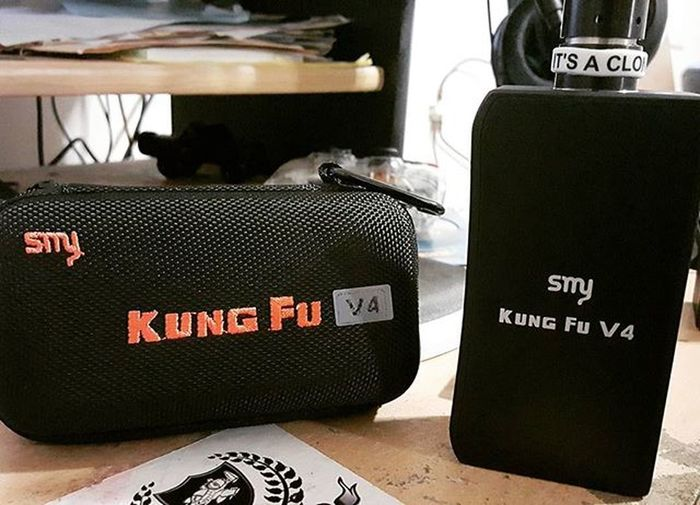 Picked up the SMY Kung Fu V4 from GearBest for 23 bucks. Fires both series and parallel via switch and takes 2 18650s or 26650s. Really like it so far ☁☁☁ Vapecommunity Vapearmy Vape Smy KungFuV4 Cloudchaser Vapefam Modbox Vapestagram Vapeporn Itsnotsmokeitsvapor
