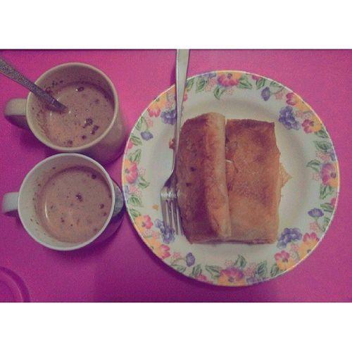 Bed breakfast served by zizan. Meowwww korang hado roommate buatkan breakfast pepagi? Hehe. Thank ain roti kau berjasa :D Breakfast Hotchocolate RotiSardin Foodstamping