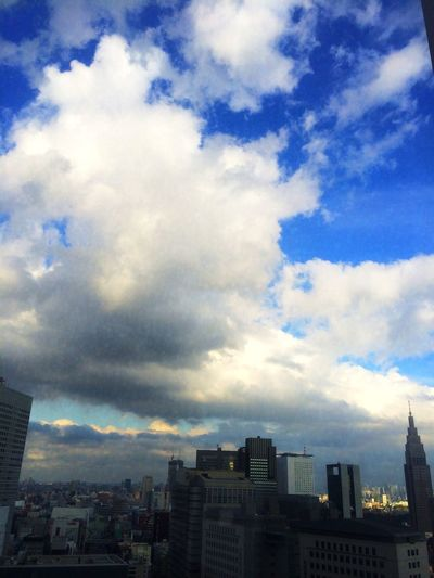 さ〜コーヒーでも飲むかな〜。 Sky Clouds And Sky Shinjyuku Sky shinjyuku park tower