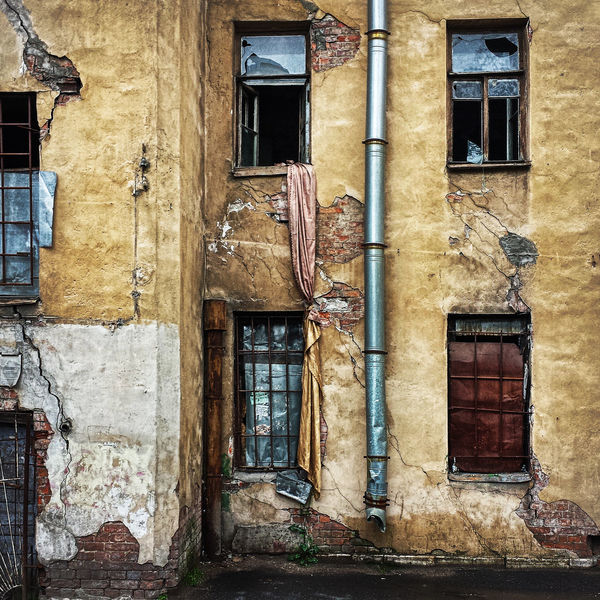 Escape Architecture Bad Condition Building Exterior Built Structure Damaged Day Eacape No People Outdoors Situation Street Photography Streetphotography Wall Window