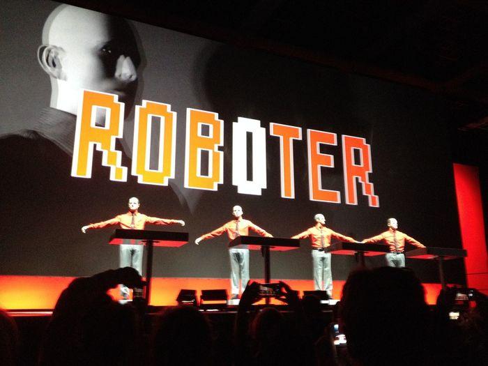 Kraftwerk Konzert Tour De France 2015  Roboter Neue Nationalgalerie Berlin