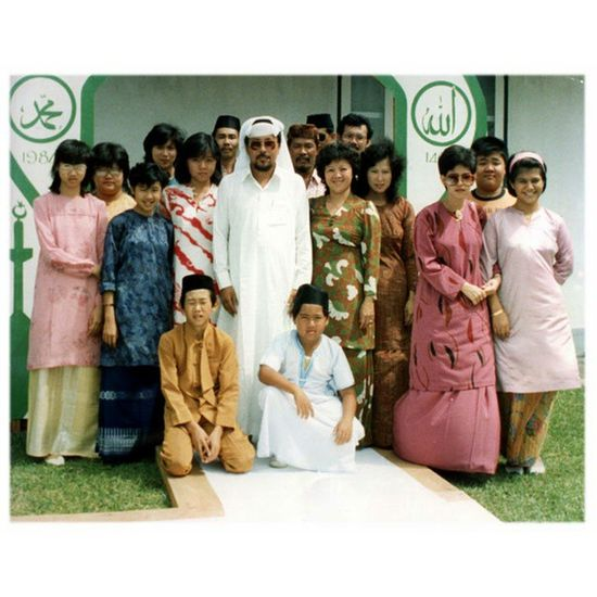 30 years ago when dad came back from his pilgrimage... any familiar faces? Throwback TBT  Seria Memories Lorong2 Brunei