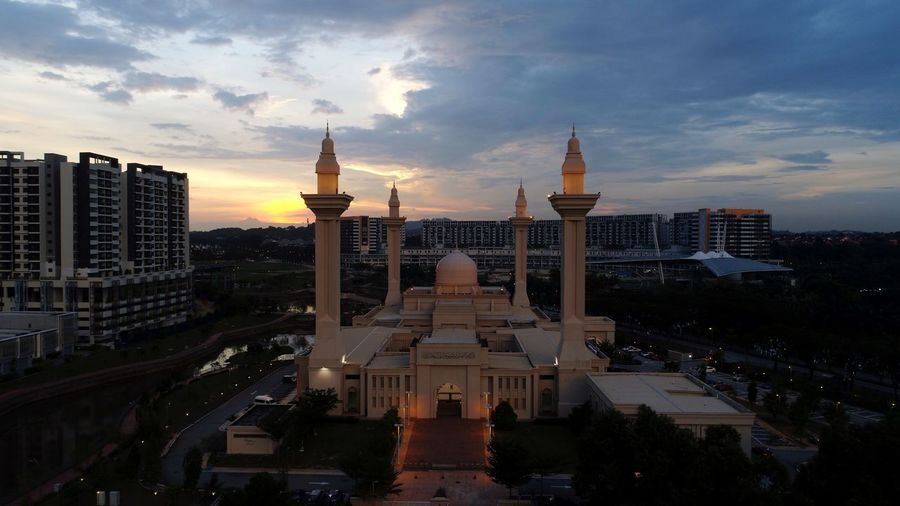 Aerial sunset view of Tengku Jemaah Mosque Bukit Jelutong Shah Alam Mosque Architecture Mosque Shah Alam Malaysia Aerial Landscape Aerial Photography Aerial View Architecture Built Structure Building Exterior City Sky Tourism Cloud - Sky Travel Destinations Skyscraper Outdoors Cityscape No People Day
