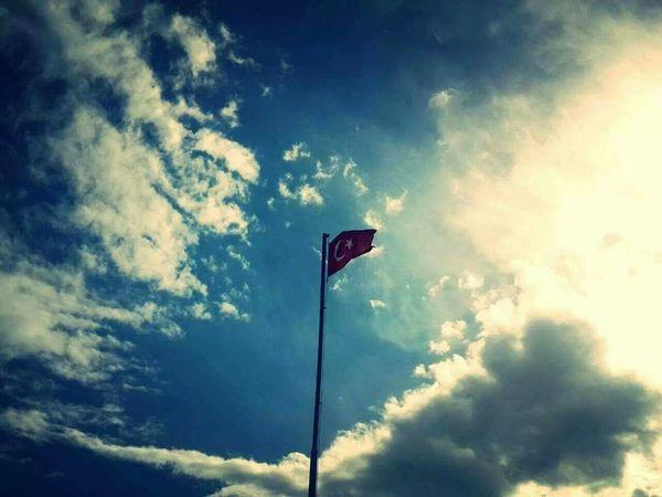 Ne Mutlu Türk'üm Diyene ! Türk Bayrağı Turkish Flag şehitler ölmez Vatan Bölünmez Başımızsağolsun Skyporn Clouds And Sky Silhouette Hello World EyeEm Best Edits