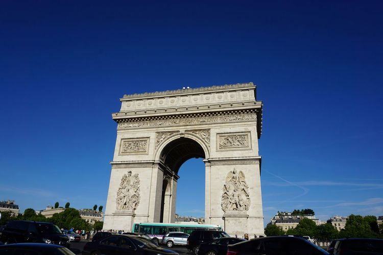 Arc De Triomphe, Paris Traffice Round About Blue Sky Monument Historical Monuments Tourist Attraction  Landmark Triumphal Arch Travel Destinations Architecture Arch Travel History Tourism