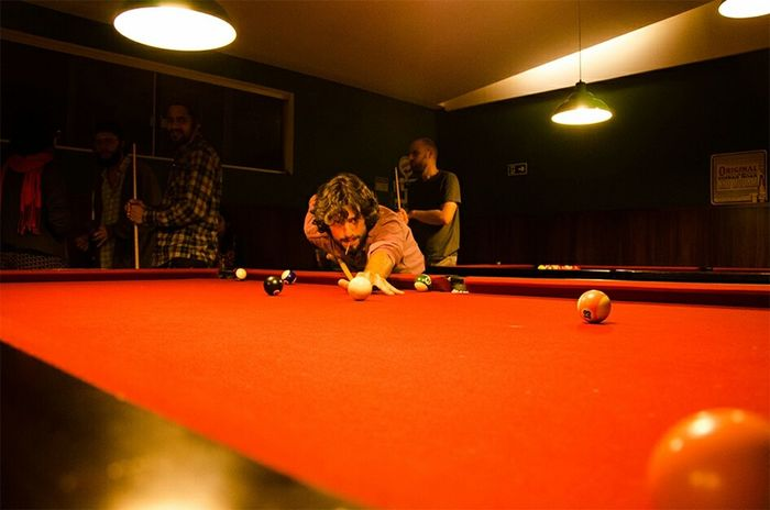 Capture The Moment Snooker 👀 Playing Snooker Bar Night Out Playing The Game At Snooker Club Sinuca Boteco Bilhar