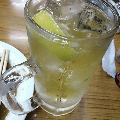 ハイボール。カットレモンがウレシイ♪ Drinking Whisky 酒場