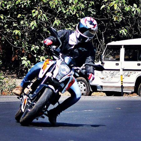 Taking it low... :P ;) Cornering Lonavala Tigerpoint Ktm DUKE  Duke200 Riding