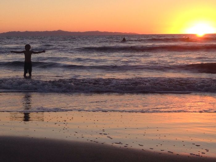 Soak it in Sunset Beach Sunset Silhouettes Golden Summer Arms Outstretched Happiness Embrace Sun Rays Joy Eyeemphoto People And Places