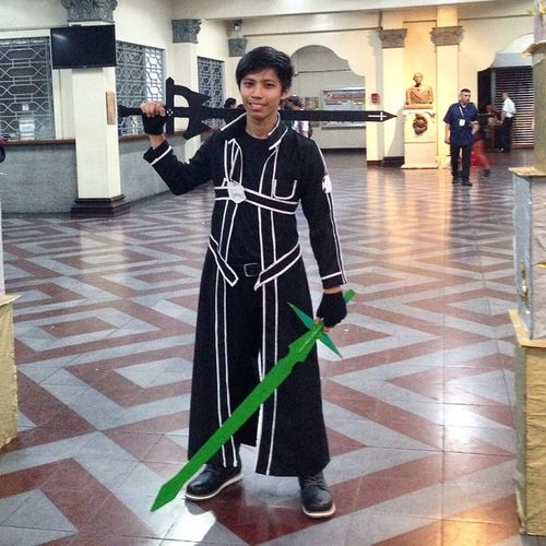 Went out to be kirito ... Didn't expect this one to come :3 last night's costume. :) Sao Kiriboy Cosplay Failedhair anime literarynight party costume kirito thebeater lol