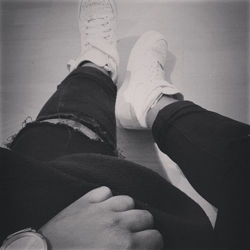 Nikeairforce1 Ripped Jeans Relaxing Blackandwhite