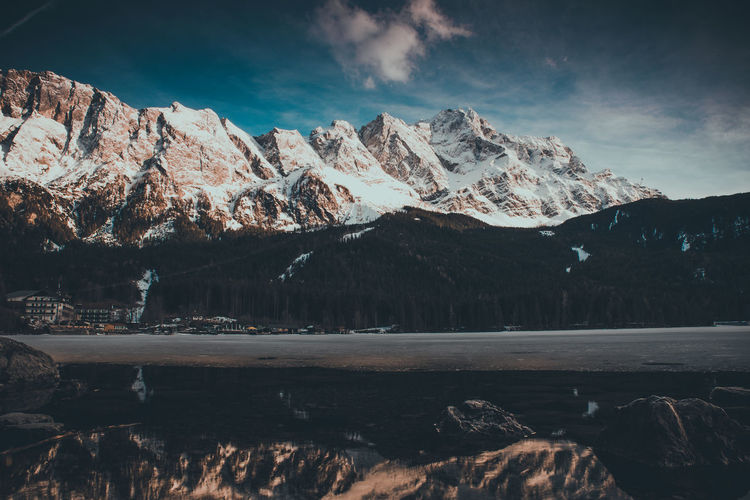 Aufgenommen am Fuße der Zugspitze am Rand des Eibsee. Winter Wintertime Lake Lake View Lakeside Bayern Bayern Germany Eibsee Wasser Mountain Mountains Mountain View Landscape Landscapes Landscape Photography Cold Cold Temperature Ice First Eyeem Photo