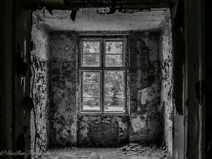 Window Abandoned Obsolete Run-down Architecture Deterioration Built Structure Damaged Closed Indoors  Destruction Weathered Bad Condition Day Peeling Off Messy Stone Dirty Window Frame Surface Level