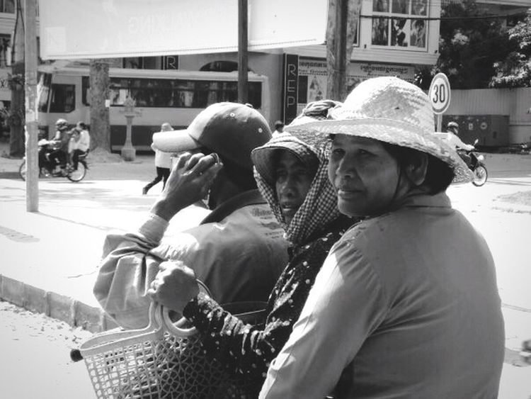 Love the warmth of the people in Cambodia. People Photography Streetphotography Up Close Street Photography Travel Photography Travel Explore The World Black And White Photography Black & White Blackandwhite Blackandwhite Photography Women Around The World
