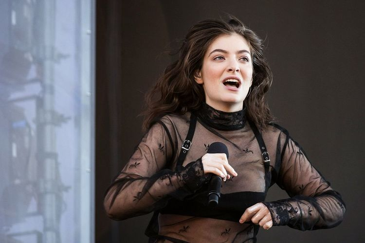 Lorde Portrait Mouth Open Curly Hair Lorde Live Music Summertime Music Festival Randall's Island Governors Ball Concert Photography Popular Music Concert Musician Musical Performance Singer