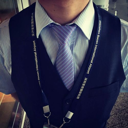 换了新的领带