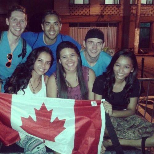 E no meio de uma noite de estudos paramos e conhecemos esses canadenses. Benjamin, Jesse e Tyler, super bacanas e se preparando pra ir pra selva amazônica esse sábado. Lis Taysa