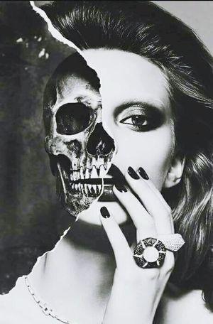 Iskelet Kız