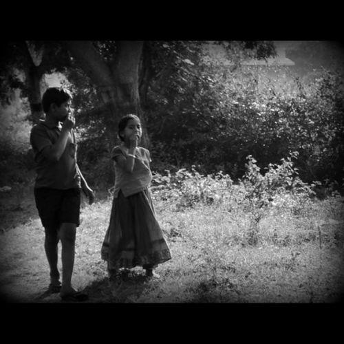 புளியங்காய் : பாசம் : நகரங்களில் பார்த்து பல நாட்கள் ஆனவை Streetphotography Blackandwhite Blackandwhitephotography RuralIndia Mysticalindia Nikonphotography Travelphotography D5100kit Pictureoftheday