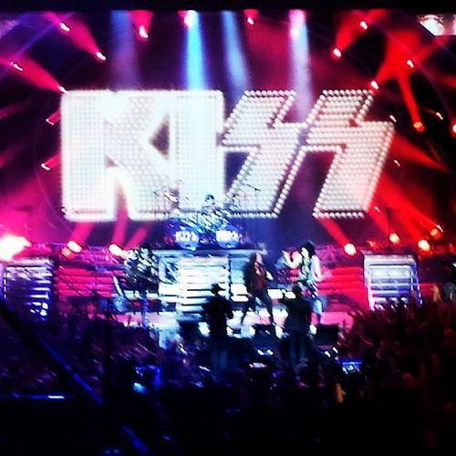 Rocking out w/kiss & Calebjohnson IdolFinale Idol Afterbuzztv