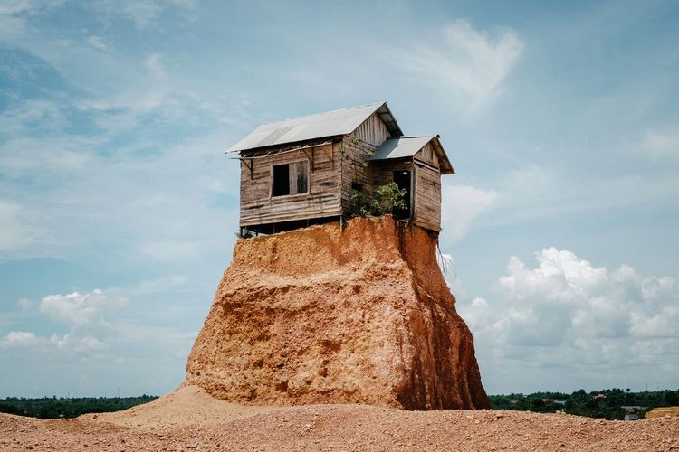 The Lonely House TakeoverContrast The Great Outdoors - 2016 EyeEm Awards My Favorite Photo EyeEm Gallery House Building Fujifilm The KIOMI Collection EyeEm Best Shots Eye4photography  Wood Hanging Out The Great Outdoors 2016 Finalists
