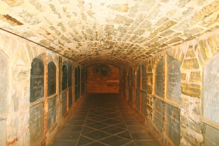 The Crypt Crypt Tunnel View Burial Chamber Catholic Church Religious Place