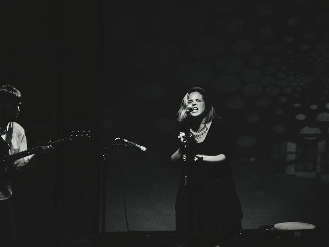 y empezar a dar amor, y a recibirlo si estás dispuesto a darlo Women Who Inspire You Singer  Music Inspirational PerotáChingó Sing