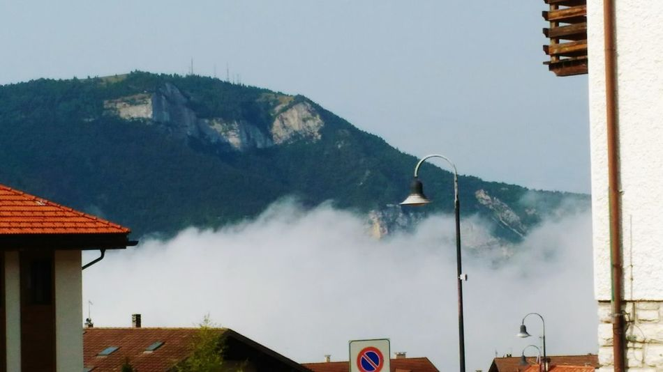 Mountain Cloud Formations Foggy Mountains Nuvole Basse Nebbia Nuvole Basse Foggy Weather