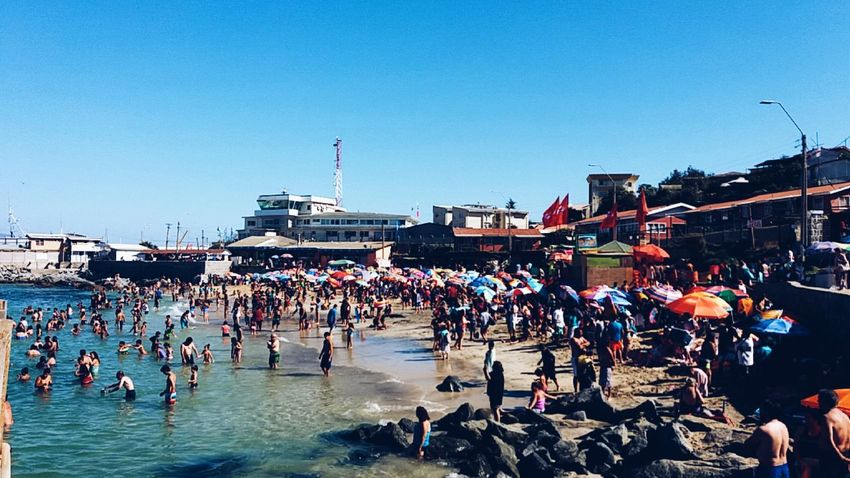 👙⛅ Large Group Of People Crowd Outdoors Real People People Day Sky Summertime Summer Beach Sunny Crowded South America Coastal Town Coast Coastal Life Coastal_collection Coastal Feature Summer Southern Hemisphere Quintero Chile