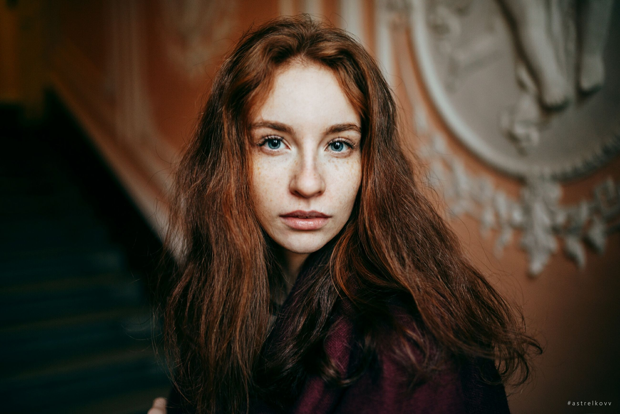 looking at camera, one person, portrait, young adult, focus on foreground, young women, front view, beautiful woman, real people, indoors, close-up, day, people