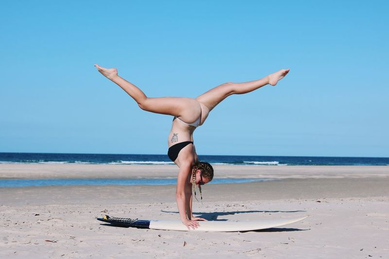 Me! Myself Yoga Pose Yogi Yoga Gymnastics Gymnast  Beach Sea Water Land Exercising Healthy Lifestyle Sky Balance Full Length Flexibility Human Arm Sand Horizon Over Water Handstand  Nature One Person Leisure Activity Lifestyles Wellbeing Handstand  Adult Relaxation Exercise Exercising Land